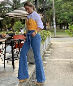 2020 Fashion Jeans For Women Black Jeans Brown Boots – loverlydress Sexy Jeans, Casual Jeans, Jeans Style, Casual Chic, Black Jeans, Jean Moda, White Shirt Outfits, Jeans Claro, Perfect Jeans
