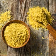 An interesting article about nutritional yeast. To understand a bit more than what a label says. Vegan Parmesan Cheese, Vegan Mac And Cheese, Potato Cheddar Soup, Cheesy Kale Chips, Vegan Baked Potato, Nutritional Yeast Recipes, Pasta, Vegetable Side Dishes, Vegan Baking