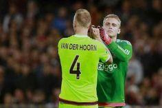 Mike van der Hoorn stond woensdagavond in de basis tegen Feyenoord. De verdediger speelde een sterke wedstrijd en liet aan Ajax Life weten niet per se weg te willen. Eerder gaf Van der Hoorn nog aan te zinspelen op een winters vertrek uit Amsterdam.