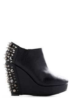 Dunno if I love or hate... super cool looking.. but horse-shoey and dangerous...