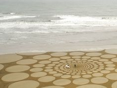 Sand Drawings by Jim Denevan - News - Frameweb