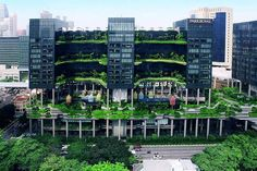 The 2015 winning design for the Urban Habitat Award by Council on Tall Buildings and Urban Habitat was the ParkRoyal on Pickering, a hotel in Singapore created by WOHA. Green Architecture, Concept Architecture, Sustainable Architecture, Sustainable Design, Landscape Architecture, Architecture Design, Creative Architecture, Building Facade, Green Building