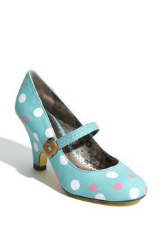 """Poetic License """"Apple Pie"""" Mary Jane Pump @ Nordstrom - Very pretty shoe. Would look great with a pleated skirt and peter pan collared top. Ankle Boots, Shoe Boots, Cute Shoes, Me Too Shoes, Polka Dot Shoes, Polka Dots, Low Heel Shoes, Heels, Dress Up"""