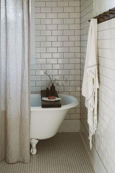 39 Simple Bathroom Design Modern Classic Home Classic House, Modern Bathroom Design, Simple Bathroom Designs, Simple Bathroom Decor, Interior, Bathrooms Remodel, Beautiful Bathrooms, Clawfoot Tub, Home Decor