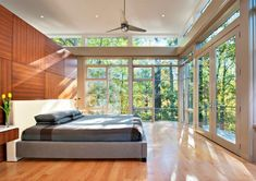 Image 14 of 27 from gallery of Lakefront Residence / Moore Architects. Photograph by Hoachlander-Davis Photography Modern Architecture House, Architecture Design, Residential Architect, Wood Panel Walls, Wood Wall, Bedroom Windows, Floor To Ceiling Windows, Large Windows, Outdoor Rooms