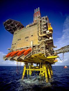 Photographs of North Sea Oil Platforms Oil Rig Jobs, Bp Oil, Petroleum Engineering, Oilfield Life, Oil Platform, Civil Construction, Marine Engineering, Oil Tanker, Drilling Rig