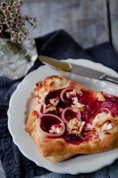 Rote Bete Pizza mit Ziegenkäse und Honig
