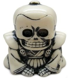 Honesuke (リアルヘッド 骨助) - White w/ Black Rub figure by Realxhead X Skull Toys, produced by Realxhead. Front view.