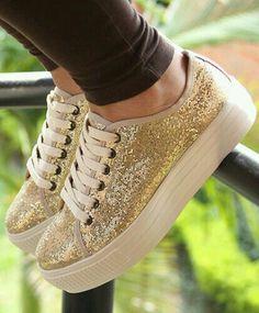 Estas son las que mas me encantan!!! Sneakers Fashion, Fashion Shoes, Shoes Sneakers, Shoes Heels, Pretty Shoes, Cute Shoes, Me Too Shoes, Prom Shoes, Dior