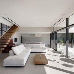 「S Residence」斜面地に建つ開放的な邸宅の部屋 フォーマルリビング