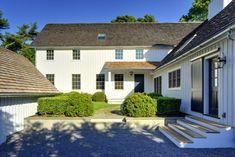 Yankee Barn Homes Raised Courtyard