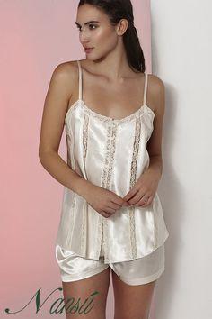 Pijama  novia.  saten con  puntillas  Abierto con botones  nansú  lenceria   lingerie 376c2b190