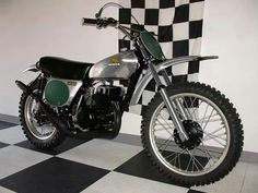 Honda Elsinore M Vintage Dirt Bike. I rode one of these for a couple of years for Storm Lake Honda. Honda Dirt Bike, Kawasaki Dirt Bikes, Moto Bike, Motocross Racer, Motocross Bikes, Vintage Motocross, Vintage Racing, Classic Honda Motorcycles, Racing Motorcycles