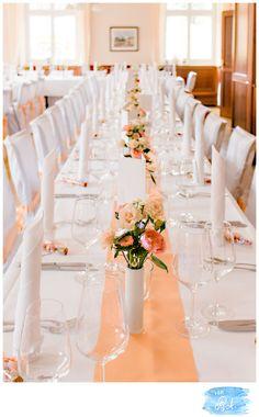 """Ein wunderbares Farbthema wie wir finden haben sich Nadine & Maik ausgesucht: die Dekoration soll pfirsich/corall & lachsfarben werden gemischt mit weiß. Gesagt, getan! Ein weißer Teppich wird in dem langen Gang der Stiftskirche in Lahr ausgerollt & ein schönes Herz """"reserviert für die Braut""""..."""
