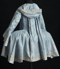How the did hoodies: love how this jacket is designed to be worn over a gown with wide hoops. Caraco à la française, silk taffeta, embroidery, c. 18th Century Dress, 18th Century Costume, 18th Century Clothing, 18th Century Fashion, 19th Century, Vintage Outfits, Vintage Dresses, Vintage Fashion, Historical Costume