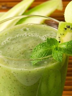 Dewy and Cool Smoothie: honeydew melon 2 tbs chopped fresh mint 1 tbs lime juice pinch of salt cup lemon-lime soda or ginger ale Melon Smoothie, Smoothies, Kiwi, Honeydew Melon, Network For Good, Fruit Punch, Ginger Ale, Fresh Mint, Lemon Lime