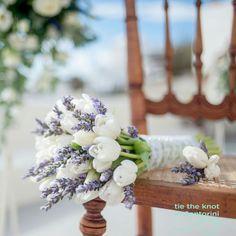 Bridal bouquet| Santorini wedding:http://tietheknotsantorini.com/santorini-weddings-pastel-bouquets Photography: www.gventouris.com #Lavender #Wedding