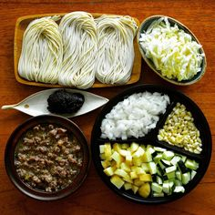 Jajangmyeon components From here Korean Food, Cobb Salad, Foodies, Grains, Rice, Korean Cuisine, Seeds, Laughter, Jim Rice
