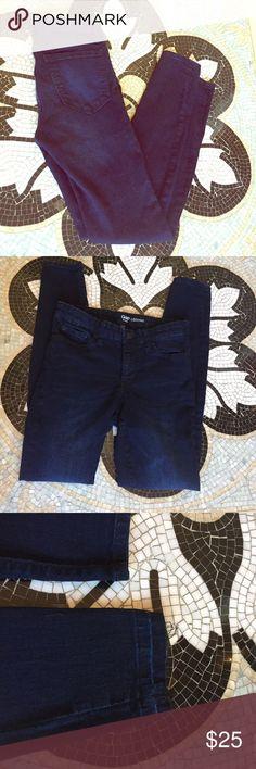 GAP Dark Wash Jean Legging GAP Dark Wash Jean Legging. Super stretch. One pant leg hem has come undone but easy fix or you can just roll it under. The Perfect Legging! Size 4/27 GAP Jeans