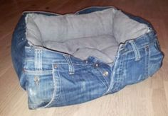 Most up-to-date Photos 10 incredible ideas to recycle old jeans Ideas I enjoy Jeans ! And much more I want to sew my own Jeans. Next Jeans Sew Along I'm planning to r Diy Jeans, Recycle Jeans, Repurpose, Jean Crafts, Denim Crafts, Denim Ideas, Denim Bag, Diy Stuffed Animals, How To Make