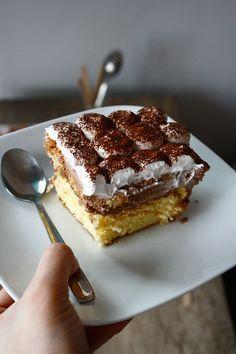 Prăjitură cu cremă de Nutella și Mascarpone - The secret ingredient is one heaping teaspoon of love No Bake Desserts, Just Desserts, Romania Food, Romanian Desserts, Cake Recipes, Dessert Recipes, Nutella Cake, Pastry Cake, Cata