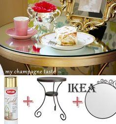 Mesa com espelho por cima e pintada