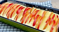 Tento koláčik podľa receptu z youtube je u nás hitom celú jeseň.Príprava zaberie len pár minút a počas pečenia vám rozvonia domov tak, že už všetkým tečú slinky!Potrebujeme:3 vajcia150 g kryštálového cukru1 balíček vanilkového cukru125 … Apple Recipes, Sweet Recipes, Cake Recipes, Bolo Youtube, Apple Pie Cake, Gluten Free Deserts, Cooked Apples, Food Charts, Coffee Cake