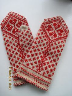25 Best Ideas crochet gloves with fingers fair isles Knitted Mittens Pattern, Crochet Gloves, Knit Mittens, Knitting Socks, Hand Knitting, Knitted Hats, Knit Crochet, Knitting Charts, Knitting Patterns