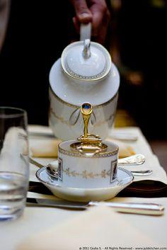 [Photo: Tea, Four Seasons Hotel]   |  How to feel like a princess with a very low budget - Juls' Kitchen