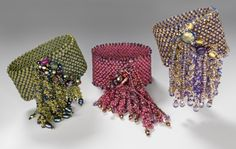 Super froth Bracelet - NanC Meinhardt- Most beautiful! Beaded Cuff Bracelet, Seed Bead Bracelets, Seed Bead Jewelry, Beaded Rings, Beading Projects, Beading Tutorials, Beading Patterns, Bead Crafts, Jewelry Crafts