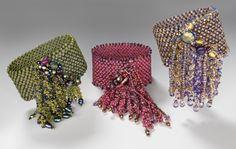 Super froth Bracelet - NanC Meinhardt- Most beautiful! Beaded Cuff Bracelet, Seed Bead Bracelets, Seed Bead Jewelry, Beaded Rings, Beading Projects, Beading Tutorials, Beading Patterns, Stitch Crochet, Bead Crochet