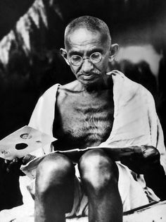 Mahatma Gandhi Prepares For A Hunger by Everett Rare Historical Photos, Rare Photos, Mahatma Gandhi Photos, Subhas Chandra Bose, Indira Gandhi, India Independence, Hunger Strike, Art Drawings Sketches, Unique Photo