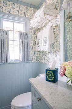Light Blue Paint Colors, Light Blue Paints, Lisa Henderson, Leontine Linens, Colored Ceiling, Stunning Wallpapers, Beautiful Bathrooms, Bathroom Inspiration, Bathroom Ideas