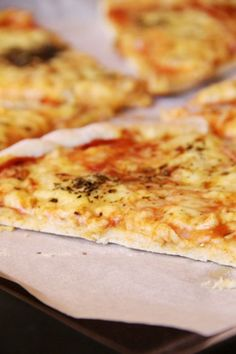 Najlepsze ciasto na pizzę; cienkie ciasto na pizzę; ciasto na pizzę, które się nie gnie; puszyste ciasto na pizzę Yummy Snacks, Yummy Food, Polish Recipes, Food Crafts, Food Design, Food Inspiration, Macaroni And Cheese, Food And Drink, Healthy Eating