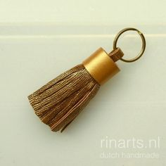 Tassel keychain in metallic gold goat skin
