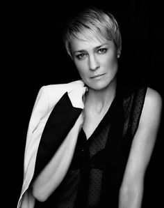 Robin Gayle Wright - American actress, director and singer. Photo by Miller Mobley Robin Wright Hair, House Of Cards, Reality Tv, American Actress, Actors & Actresses, Portrait Photography, Short Hair Styles, Hair Beauty, Beautiful Women