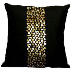 cojines decorativos con aplicaciones doradas