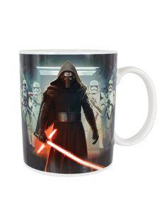 Der 'Bösewicht' aus Star Wars Episode VII: Das Erwachen der Macht, flankiert von einigen Stormtroopers: Die Macht so dunkel, wie hoffentlich der Kaffee in der Tasse! #StarWars