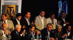Claudio Chiqui Tapia asumió en AFA y reclamó apoyo para la Selección El flamante titular electo postuló: Entre todos vamos a hacer un fútbol mejor. Fuente ... http://sientemendoza.com/2017/03/29/claudio-chiqui-tapia-asumio-en-afa-y-reclamo-apoyo-para-la-seleccion/