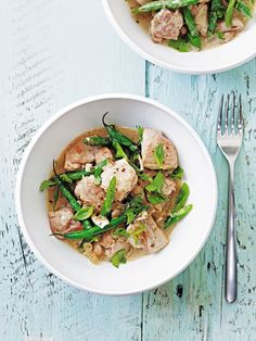 A super-easy, healthy Thai curry recipe made with green beans. fresh coriander andchicken thighs.