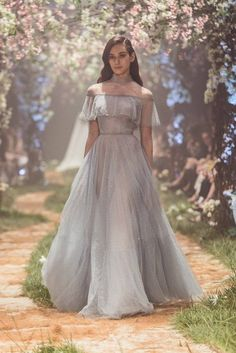 "Paolo Sebastian Spring 2018 Couture Collection — ""Once Upon A Dream"" - Welt der Hochzeit Trendy Dresses, Fashion Dresses, Prom Dresses, Formal Dresses, Dress Prom, Dress Outfits, Couture Wedding Dresses, 80s Dress, Short Dresses"