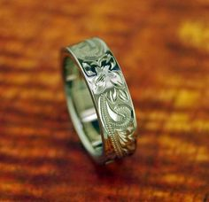 Titanium Ring/Wedding Band With Floral Design 6MM - Gift Idea - Promise Ring    Titanium ring for men or women...    The perfect gift for your