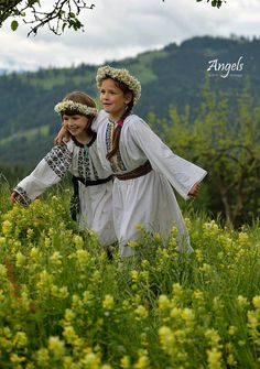 Romania People, Popular Costumes, Romanian Girls, City People, Folk Costume, People Of The World, Eastern Europe, World History, Beautiful Children