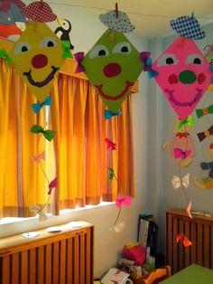 Maro's kindergarten: Colorful kites! Kids Crafts, Summer Crafts, Preschool Crafts, Diy And Crafts, Craft Projects, Arts And Crafts, Paper Crafts, Carnival Crafts, Art N Craft