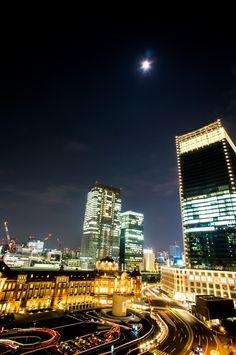 Tokyo Japan  月夜の新駅舎
