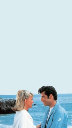 Sandy and Danny Wallpaper grease - 90s Movies, Iconic Movies, Good Movies, Aesthetic Movies, Aesthetic Vintage, Aesthetic Pictures, Grease Movie, Danny Grease, Grease Sandy