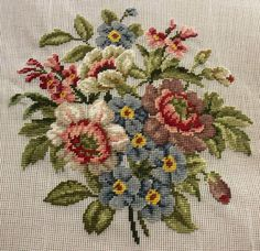 jacobean flowers Embroidery Patterns Free, Vintage Embroidery, Counted Cross Stitch Patterns, Embroidery Stitches, Hand Embroidery, Needlepoint Pillows, Needlepoint Canvases, Cross Stitch Rose, Cross Stitch Flowers