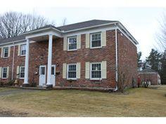 425 Dorset, Unit 9 South Burlington, Vermont 2 lvl / 3 bed / 1 1/2 bath / 1,100 sq ft $172,000 // $198/month HOA