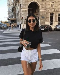 Weiße Jeansshorts White jeans shorts - - White jeans shorts Source by fashionwan Casual Summer Outfits For Women, Cute Casual Outfits, Spring Outfits, Black Shorts Outfit Summer, Outfit Ideas Summer, Outfits With White Shorts, Denim Outfits, Summer Ootd, White Short Outfits