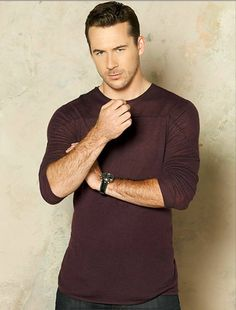 Barry Sloan as Aiden in Revenge Season 3 Promo Photo.